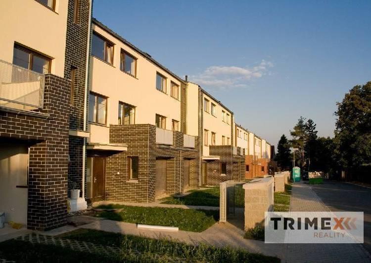 Slunečná stráň - řadové domy Vřesina